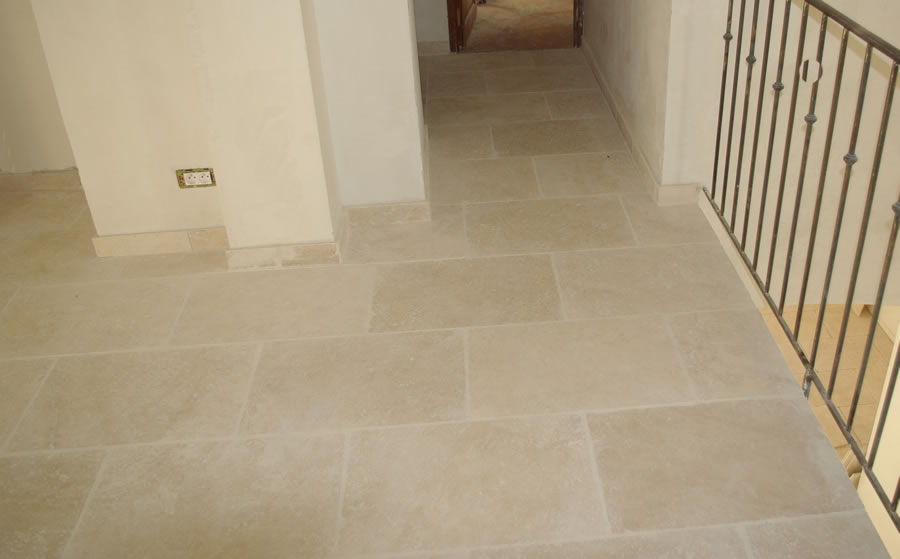 Travertin opus 4 et 40x60 60x90 for Carrelage imitation travertin interieur